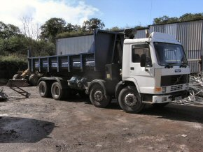Roll on roll off muck away lorries 8 wheel